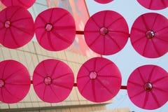 Rosafarbene Laternen Stockfoto