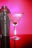 Rosafarbene Martinis und Stahlrüttler Stockfotos