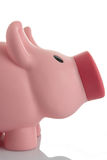 Rosafarbene Piggy Querneigung (moneybox) Lizenzfreies Stockfoto