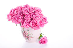 Rosafarbene Rosen im Vase Stockfotos