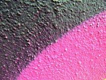 Rosafarbene schwarze Schläge der Graffiti Stockfoto