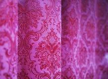 Rosafarbene Trennvorhänge Stockfoto
