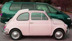 Rosafarbene und grüne Autos Lizenzfreies Stockfoto