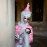 Rosafarbene weiße Venedig-Karnevalsschablone Stockfotos