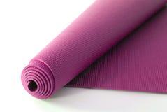 Rosafarbene Yoga-Matte Lizenzfreie Stockfotos