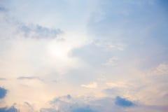 Rosafarbener bewölkter Himmel Stockfotos