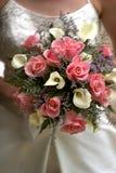 Rosafarbener Blumenstrauß der Bräute lizenzfreie stockbilder