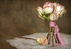 Rosafarbener Blumenstrauß der Weinlese Lizenzfreies Stockfoto