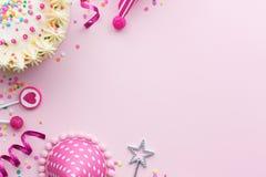 Rosafarbener Geburtstaghintergrund Lizenzfreies Stockbild