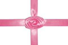 Rosafarbener Geschenkbogen mit Farbband. Lizenzfreie Stockbilder