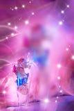 Rosafarbener Hintergrund mit Rosen stockfotos