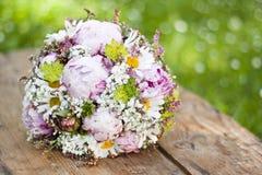 Rosafarbener Hochzeitsblumenstrauß Stockfoto
