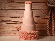 Rosafarbener Hochzeitskuchen Stockfoto