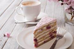 Rosafarbener Kuchen lizenzfreie stockbilder