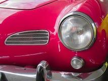 Rosafarbener Mazda 3 SP stockfotografie