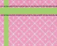 Rosafarbener Paisley-Druckhintergrund getrimmt in Kalk Lizenzfreie Stockfotos