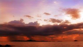 Rosafarbener Sonnenuntergang stock video