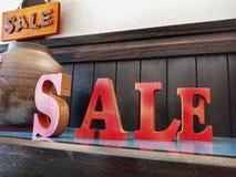 Rosafarbener und gelber Verkauf stockfotos