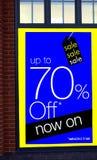 Rosafarbener und gelber Verkauf Verkauf bis zu 70% weg jetzt auf vorgewählten Linien Stockbild