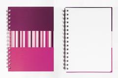 Rosafarbenes Anmerkungsbuch des Isolats auf Weiß Lizenzfreies Stockbild