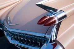 Rosafarbenes Auto der klassischen amerikanischen Fünfzigerjahre Stockfotos
