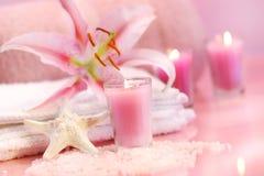 Rosafarbenes beruhigendes Badekurortgefühl Stockfoto