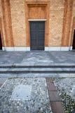 Rosafarbenes Fenster Kirche Vergiate Italien sonniger Tages stockbilder