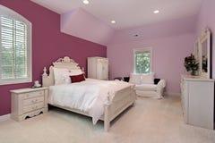 Rosafarbenes Schlafzimmer des Mädchens im Luxuxhaus Lizenzfreies Stockbild