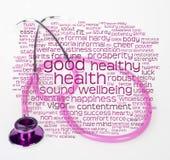 Rosafarbenes Stethoskop und Gesundheit wordcloud Lizenzfreie Stockfotos