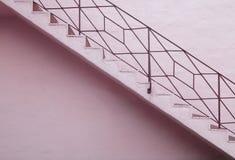 Rosafarbenes Treppenhaus lizenzfreie stockbilder
