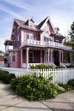 Rosafarbenes viktorianisches Haus Lizenzfreies Stockfoto