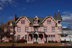 Rosafarbenes viktorianisches Haus Stockbild