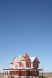 Rosafarbenes viktorianisches Haus mit Raum für Text Lizenzfreie Stockfotografie