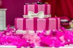 Rosakuchen Kuchen dekorativen Kuchens Kuchen des Parteikuchen Modekuchens weiblicher lizenzfreies stockfoto
