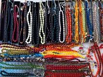 Rosaries αποτελούνται από τη φυσική πέτρα στο τουρκικό κατάστημα δώρων στοκ φωτογραφία
