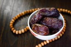 Rosario e date islamici del Ramadan per iftar Fotografia Stock
