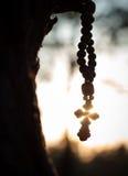Rosario para la cruz de los molitvys Fotos de archivo