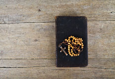 rosary ιερών συνόψεων χαντρών Στοκ Φωτογραφίες