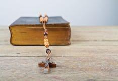 rosary ιερών συνόψεων χαντρών Στοκ φωτογραφίες με δικαίωμα ελεύθερης χρήσης