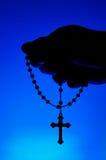 rosary удерживания руки стоковые изображения rf
