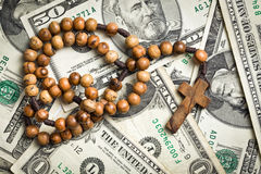 Rosary beads on us dollars Stock Photography