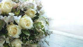 Rosas amarelas e orquídea Foto de Stock