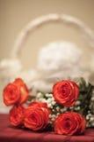 Rosas antes da cesta Fotografia de Stock Royalty Free