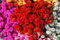 Rosas artificiales coloridas Fotografía de archivo