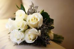 Rosas blancas de Bouque Foto de archivo libre de regalías