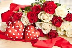 Rosas blancas y rojas Foto de archivo libre de regalías