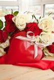 Rosas blancas y rojas Imagen de archivo
