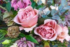 Rosas bonitas no close up do ramalhete imagens de stock royalty free