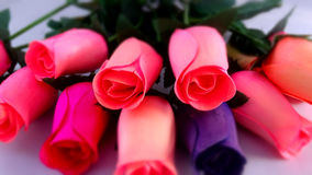 Rosas cinzeladas da madeira Fotos de Stock Royalty Free