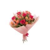 Rosas coloridas do rosa do ramalhete e rosas alaranjadas do pulverizador imagem de stock